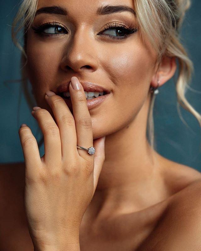 S tímto briliantovým prstenem jednoznačně zazáříte. ???? #klenotyaurum #klenotyaurumcz #sperkynejsouhrich #ring #briliant #jewelry #diamond #whitegold