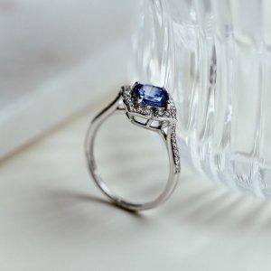Tanzanit do života přináší soulad a harmonii. Objevte jeho kouzlo. ???? #klenotyaurumcz #klenotyaurum #sperkynejsouhrich #ring #tanzanit #diamond #briliant #jewellery #whitegold