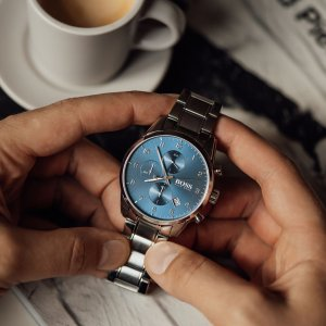 Darujte hodinky těm, se kterými byste si přáli zastavit čas. ⏰🎄🎁 #klenotyaurum #sperkynejsouhrich #present #watches #menwatch #bosswatches