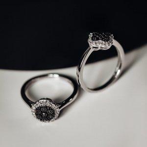 🖤BLACK FRIDAY🖤Po celý víkend nadělujeme slevy a vy můžete pod stromečkem nadělovat dárky, které mají duši... Šperky nejsou hřích.. 🤍#klenotyaurum #blackfriday #diamond #ring #diamondring #blackandwhite #jewelry