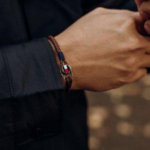 Dámy, jaký šperk oceníte na mužích? ❤️ #klenotyaurum #sperkynejsouhrich #menfashion #tommyhilfiger #menstyle #menbracelet #bracelet #leather #leatherbracelet