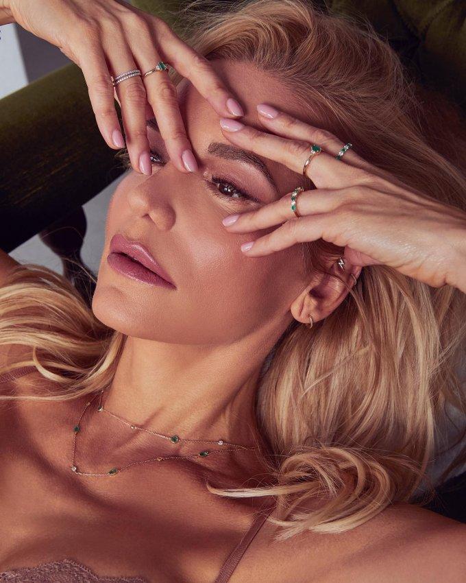 My ženy šperky milujeme a určite se shodneme, že jich není nikdy dost... 💍🤍 #klenotyaurum #sperkynejsouhrich #dararolins #jewelry #sperky #womenpower #womenstyle #fashion #womenjewelry #onlineshopping