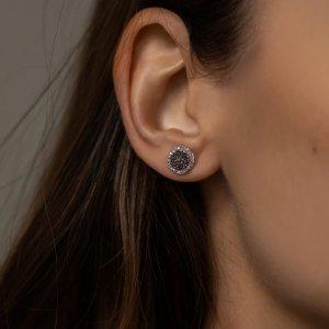 Máte takové i vy ve své šperkovnici? 🖤🤍 #klenotyaurum #sperkynejsouhrich #earrings #blackdiamond #whitegold #jewelry #womenstyle #onlineshopping #accessories