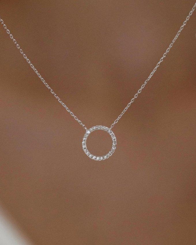 Užijte si dnešní svátek zamilovaných a pokud vás vaše polovička poteší šperkem z lásky od nás, pochlubte se nám. ❤️💍 #valentineday #klenotyaurum #sperkynejsouhrich #jewelry #necklace #diamond #gift #romantic #love