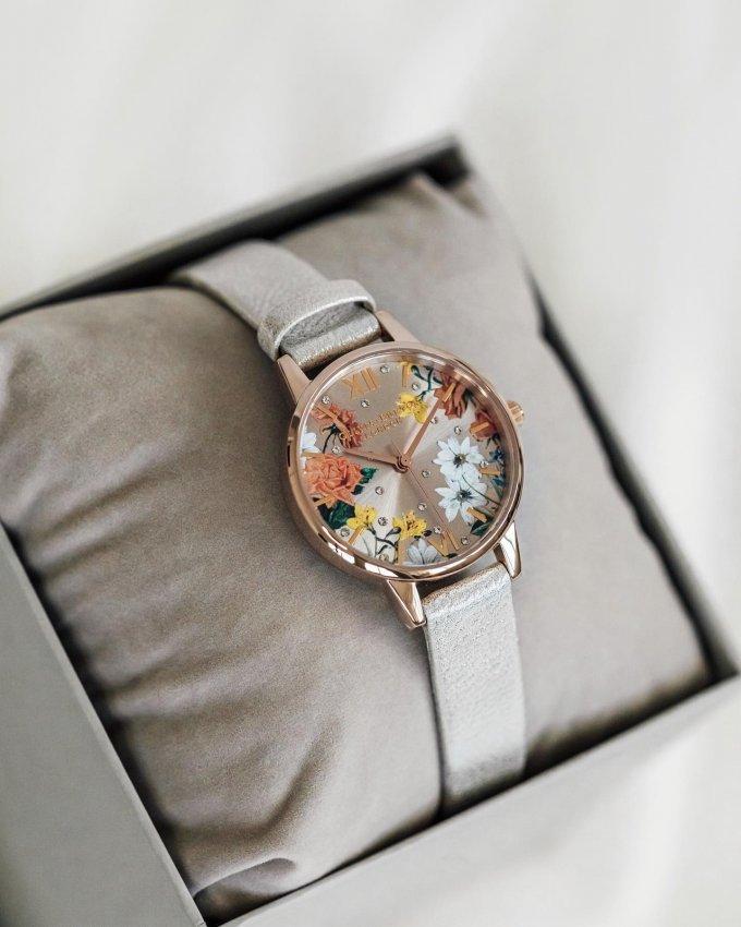 Přivolejte si jaro květinovými hodinkami Olivia Burton. 🌸💐🌷 #klenotyaurum #sperkynejsouhrich #oliviaburton #oliviaburtonwatches #watch #watches #springiscoming #naturemotives