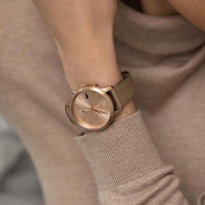 Tyto dámské hodinky Lacoste tón v tónu si jednoznačně zamilujete. 🐊 Skvěle doladí každý jarní outfit. 💛🌷🌸 #klenotyaurum #sperkynejsouhrich #watch #lacostewatch #womenwatch #accessories #nudewatch #nudecolor