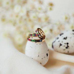 Přejeme vám krásné Velikonoční pondělí plné barev a pohody. 🌷💚🌸💛 #happyeaster #klenotyaurum #sperkynejsouhrich #rings #ring #earrings #jewelry #colorfuljewelry #gold #yellowgold #colors #happycolors
