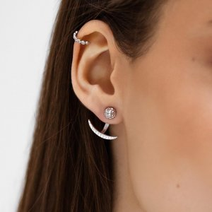 Také jste propadli trendu záušnic? 😍 Z naší široké nabídky si určitě vyberete tu pravou přímo pro vás. ✨ #klenotyaurum #sperkynejsouhrich #zausnice #nausnice #earrings #jewelry #sperky #accessories #whitegold