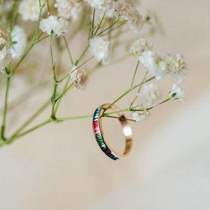 Přejeme vám krásný První máj plný lásky. 🌸💘 #1máj #prvnimaj #klenotyaurum #sperkynejsouhrich #sperk #sperkzlasky #prsten #ring #love #colorring #gold #colors #yellowring