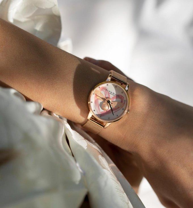 Krásné pondělí!☀️ Označte v komentáři vaší kamarádku, maminku či sestru, které by slušely tyto dámské hodinky Olivia Burton. 🐝💗 #klenotyaurum #sperkynejsouhrich #hodinky #oliviaburton #oliviaburtonwatches #womenwatch #damskehodinky