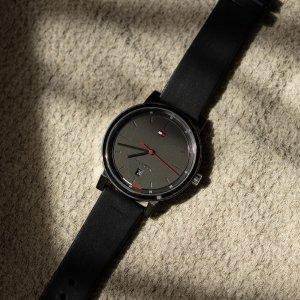Vysoká kvalita a harmonický design. 👌🏼 Tím se vyznačují hodinky Tommy Hilfiger, které ocení každý moderní muž. ⌚️ #klenotyaurum #sperkynejsouhrich hodinky #tommyhilfiger #panskehodinky #menwatch #watches