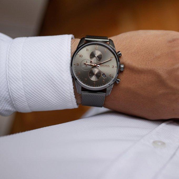 Pánové, vykročte do nového pracovního týdne s elegantními hodinkami značky BOSS. ⌚️ #klenotyaurum #hodinkyboss #panskehodinky #menstyle #menwatch #watches #sperkynejsouhrich #bosswatches
