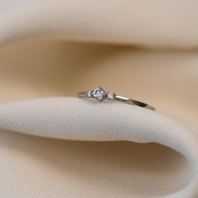 Jemný a elegantní, takový je tento dámský prsten soliter... 💍 #klenotyaurum #sperkynejsouhrich #klenotyslaskouuz65let #prsten #soliter #ring #jewelry #engagementring