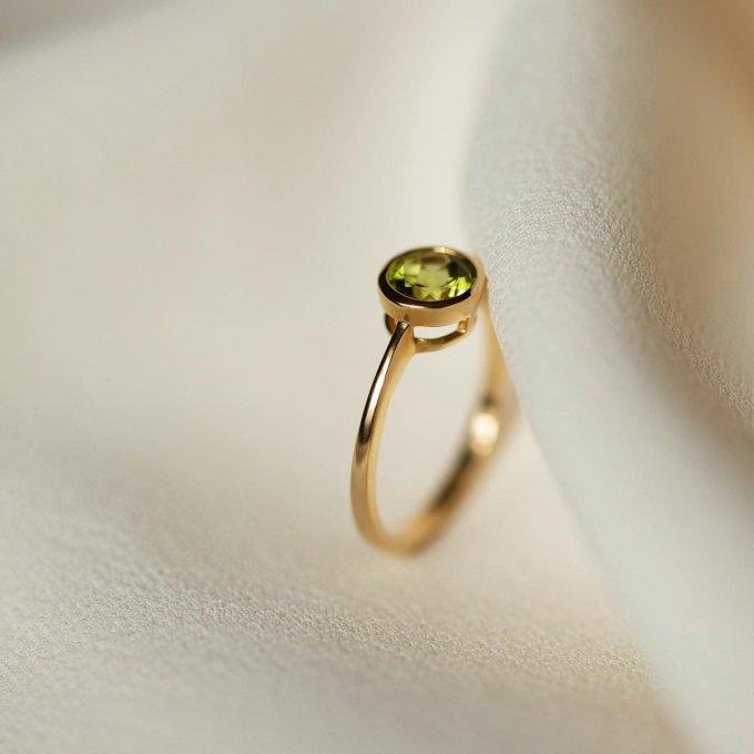 Zelená barva se letos stala velmi oblíbenou.💚 Podlehněte podmanivému kouzlu barevných drahokamů... 💍💘 #klenotyaurum #klenotyslaskouuz65let #sperkynejsouhrich #prsten #sperk #nausnice #nahrdelnik #ring #jewelry #peridot