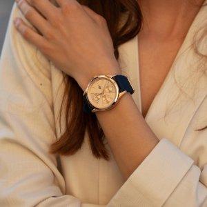 Dámy, z naší široké nabídky hodinek si vybere opravdu každá z vás.⌚️Nechybí ani růžově zlacené hodinky, které krásně doladí elegantní outfit. 💘 #klenotyaurum #sperkynejsouhrich #klenotyslaskouuz65let #hodinky #lacoste #sperk #watch #lacoste🐊 #lacostewatches